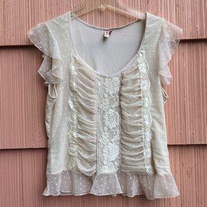 Gorgeous Romantic lace top by seven 7